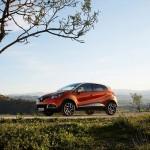 Renault-Captur_2014_800x600_wallpaper_05